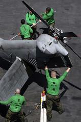 sikorsky h-60 (San Diego Air & Space Museum Archives) Tags: hsl51 maintenance warlords kittyhawk cv63 folding helo tail tailrotor sh60b sh60 seahawk