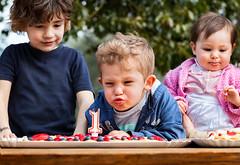 E spegniti! (Diego Pianarosa (aka Pinku)) Tags: diegopianarosa pinku samuele gabriele sofia compleanno birthday candela candelina torta candle cake kids bambini fun