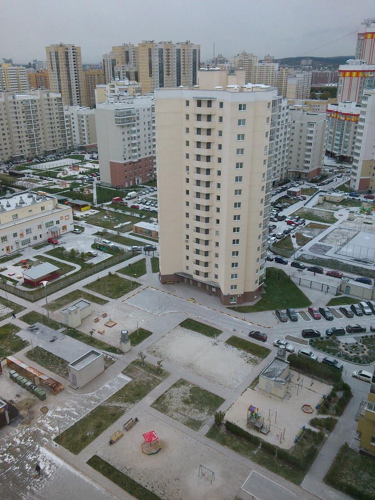 фото: Геометрия октябрьского двора