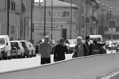 Discussion digestive (ZUHMHA) Tags: marseille france rue street gens people human humain fence barrière perspective urban urbain