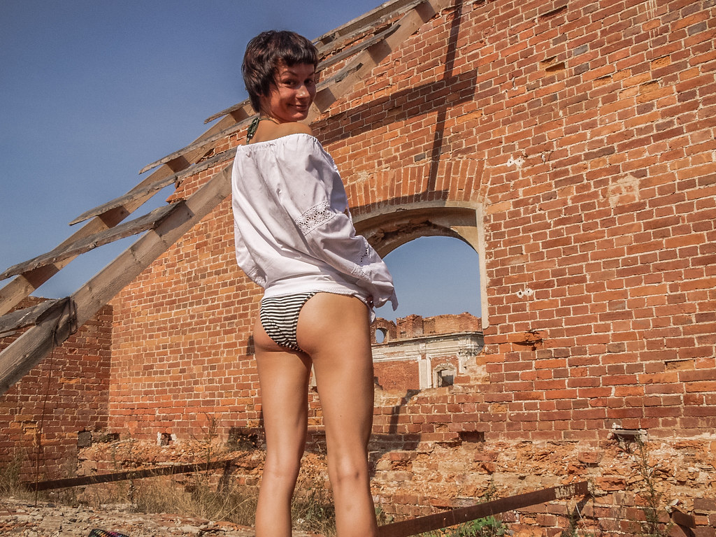 Stasya - sexy teen girl in nice abandoned place (Andry Fridman) Tags: 2003