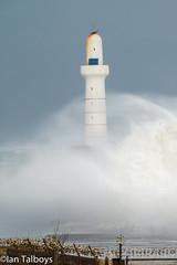 Aberdeen Harbour breakwater 1 (Ian R T) Tags: aberdeen harbour storm stormywaves waves breakwater roughsea
