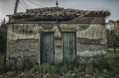 Decadencia (candi...) Tags: casa casaabandonada fachada ruinas puertas tejado tejadoderruido sonya77 arquitectura
