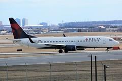 Here is Delta Air Lines N3733Z (shumi2008) Tags: deltaairlines deltab738 boeing737 b738 b737800 skyteammember torontopearson pearsonairport yyz cyyz