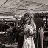 Gulp (Tom Levold (www.levold.de/photosphere)) Tags: fuji fujix100f marokko morocco x100f zagora porträt bw portrait candid people markt market sw