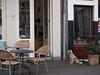 Even wachten / Wait outside (Jeroen Hillenga) Tags: hondje dog deventer stad straat street streetwise netherlands nederland waitoutside
