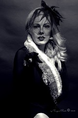 Marlene Dietrich-278-3 (Adriana.Britto) Tags: ensaio retrato portrait foto photo fotografia photography loira blonde blond model mature blackwhite blackandwhite pb pbr pretoebranco people art