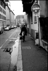 Sous le vent, la veste noire (Rachelnazou) Tags: caffenol blackwhite minolta fomapan film analog argentique