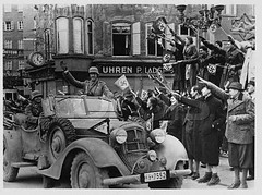 SS-7552_salzbourg_1938 (steiner-kf) Tags: armed forces armies army attendee auto automobiles b w black white photography building car cars crowd custom customs celebrations fan fascists flags german germany government agencies agency human culture land military personnel monochrome motor vehicles nazi nazis people saluting servicemen soldiers spectators third reich transportation troop unspecified buildings war wehrmacht