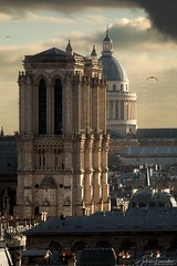 Cathédrale Notre-Dame & Panthéon, Paris (www.fromentinjulien.com) Tags: fromus75 fromus fromentinjulien fromentin flickr view exposure shot hdr dri manual blending digital raw photography photo art photoshop lightroom photomatix french francais light traitements effets effects world europe france paris parisien parisian capitale capital ville city town città cuida colocación monument history 2018 photographe photographer dslr eos canon 5d 5dmarkiv fullframe full frame ff 150600 150600mm tamron tamronlens 563 urban travel architecture cityscape poselongue longexposure sky clouds rooftop sunset goldenhour notredame pantheon cathedrale cathedral
