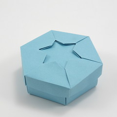 Box with Star of David (side view) (Michał Kosmulski) Tags: origami box starofdavid star hexagram magendavid michałkosmulski tantpaper blue