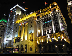 "The Bund, Shanghai, China (JH_1982) Tags: yangtze insurance association building yokohama specie bank 中国银行大楼 横滨正金银行大楼 扬子大楼 arc waitan 外滩 lights light glow glowing leuchten dunkel dark darkness nacht night nuit noche notte 晚上 夜 ночь beleuchtet beleuchtung lumière luz 光 свет evening shanghai china 上海 中国 shànghǎi schanghai shanghái xangai şanghay szanghaj 上海市 상하이 шанхай เซี่ยงไฮ้ ""thượng hải"" शंघाई šanghaj שאנגחאי شانغهاي peoples republic prc chine cina 中國 中华人民共和国 중화인민공화국 китайская народная республика"