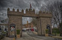 Feria Medieval (cazador2013) Tags: castillo medieval gente iglesia nubes