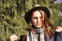 More Spruce, more expression (effiesanjer) Tags: spruce sun portr portrait hat