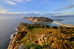Monte das Herbas (Gato M) Tags: galicia mar sea seascape acantilado cliff cies vigo galifornia playa beach mer sunset coucherdusoleil puestadesol riasbaixas riadevigo clou cloud sky atlantic