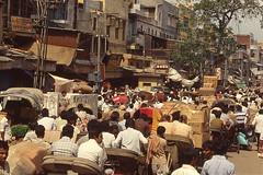 EMBOUTEILLAGE OLD DELHI306 (Jean d'Hugues) Tags: inde indiens foule monde rue old delhi rickshaws cartons