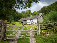Lakeland cottage, Loughrigg (Bob Radlinski) Tags: cumbria england greatbritain lakedistrict lakeland loughriggtarn uk travel