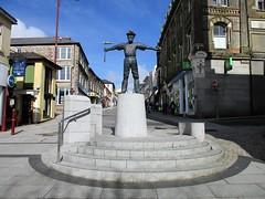 Cornish Tin Miner, Redruth (pefkosmad) Tags: redruth cornwall england uk holiday vacation vacances towncentre town forestreet statue sculpture miner cornishtinminer tinminer davidannand bronze