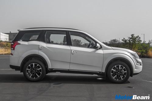 2018-Mahindra-XUV500-19