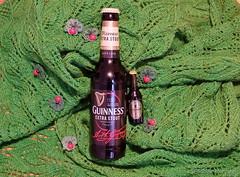 Enjoy St. Patrick Day today (Sockenhummel) Tags: bier guinness handarbeitensabine stpatrick grün irland fuji x30 knitting stricken schal scarf shawl handmade esgrüntsogrün stpatrickday