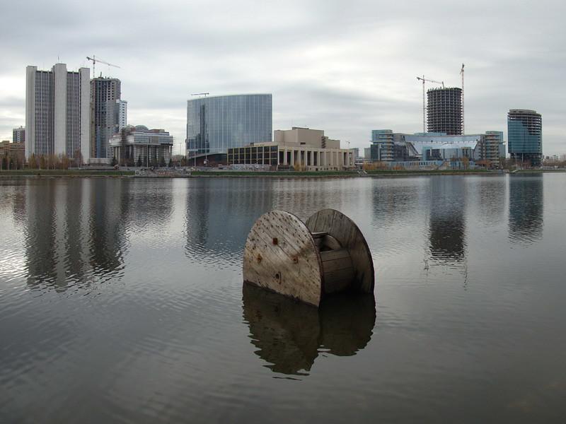 фото: Вид на строящийся Екатеринбург-Сити с катушкой и отражением