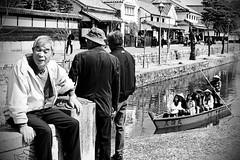 L'homme de kurashiki (Fabien Gotti) Tags: street kurachiki japon pentax k3 limited blackandwithe bw boat traditional water historical man hat look pentaxart