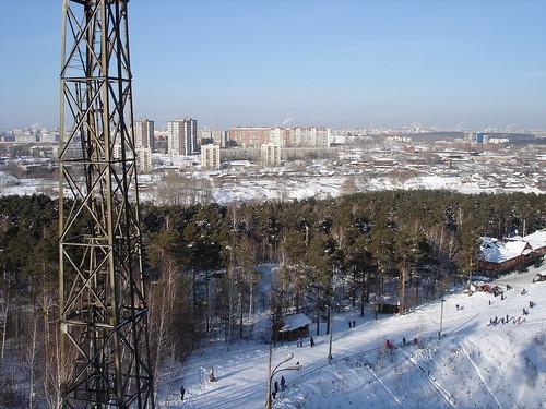Вид на город с горы в Уктусском лесопарке ©  ayampolsky