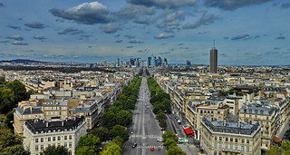 Paris: Ave. Charles de Gaulle - La Defense