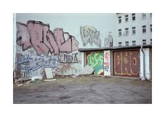 (Dennis Schnieber) Tags: 35mm kleinbild analog color film leipzig garage
