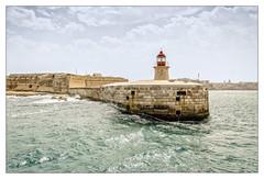 Malta; Valletta Harbour Entrance (drasphotography) Tags: valletta malta grand harbour lighthouse leuchtturm mittelmeer mediterranean sea water travel travelphotography reise reisefotografie drasphotography hafen wellen waves sky cielo