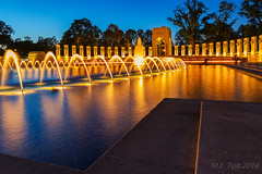 National World War II Memorial @ Washington DC (Marcel Tuit | www.marceltuit.nl) Tags: 2014 america amerika atlantic bluehour capitolcity districtofcolumbia marcel marcha memorial nationalworldwariimemorial usa unitedstatesofamerica washingtondc attractie attraction bezienswaardigheid blauweuur contactmarceltuitnl dawn dusk fontein fountain hoofdstad kransen landmark marstutiblogspotcom roadtrip rondreis roundtrip schemering twilight water wwwmarceltuitnl