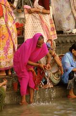 ESSORAGE (Jean d'Hugues) Tags: indienne bénarès inde gange indou uttar pradesh rituel sacré pèlerin ghats fleuve varasani
