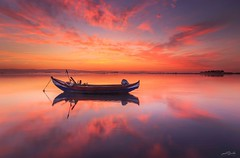 Ria de Aveiro - Sunrise (paulosilva3) Tags: ria de aveiro sunrise murtosa moliceiro bateira magic hour pink sky canon manfrotto lowepro progrey filters portugal