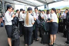 Hôtesses de l'air espagnoles à l'aéroport Roland-Garros (philippeguillot21) Tags: aéroport rolandgarros saintemarie gillot réunion france outremer indianocean hôtesse femme woman pixelistes canon