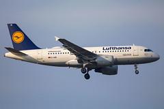 Lufthansa - Airbus A319-112 D-AIBI @ Frankfurt Main (Shaun Grist) Tags: daibi lh lufthansa airbus a319 shaungrist fra eddf frankfurt germany airport aircraft aviation aeroplanes airline avgeek