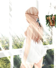 Early in the morning (Thank you for all freebies in SL) Tags: moon hair mikunch babydoll dust bunny apple fall london apartment