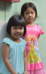colorfully dressed young ladies (the foreign photographer - ฝรั่งถ่) Tags: two girls children young ladies colorfully dressed khlong thanon portrais bangkhen bangkok thailand nikon d3200
