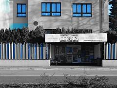 Blue vision (Ostravak83) Tags: ostrava nikoncoolpix 2017 zima winter prosinec december ulice street selectivecolour selektivníbarva radvanice slezskáostrava silesianostrava zastávka busstop školka kindergarden blue modrá