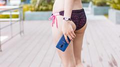 girls blue smartphone samsung (Photo: Taan.Huyn on Flickr)