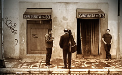 Cantinita el 33 (Harry Szpilmann) Tags: mexico cantina mariachi streetphotography people portrait monochrome mexique cantinitael33