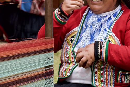 peru-sacred-valley-chinchero-weavers-simling-loom