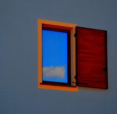 Il cielo in una stanza (Colombaie) Tags: pasqua piemonte novara faranovarese vacanza casa finestra blu azzurro roggia mora
