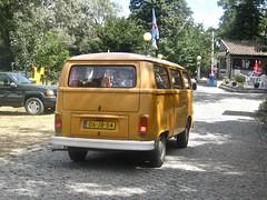 06-JB-54 VOLKSWAGEN Transporter T2 1979 While Driving (ClassicsOnTheStreet) Tags: 06jb54 volkswagen transporter t2 1979 t2b motorhome 19721979 vw camperbus vwt2 transportert2 vwtransporter camper kampeerwagen campingcar autohome wohnmobil reisemobil kampeerbus kombi bulli combi t2series aircooled luchtgekoeld boxer van bus minibus fourgonne camionette furgon 70s 1970s classic klassieker classiccar oldtimer veteran gespot spotted carspot chaves parquedecampismoquintadorebentão ruafreixo portugal 2017 straatfoto streetphoto straatbeeld strassenszene classicsonthestreet oranje orange whiledriving onderweg enroute onk cwodlp bedrijfskenteken grijskenteken lightson