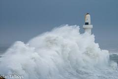 Aberdeen Harbour breakwater 5 (Ian R T) Tags: aberdeen harbour storm stormywaves waves breakwater roughsea