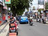 Indonesia-Bali 20171201_164958 DSCN0155 (CanadaGood) Tags: asia seasia asean indonesia bali kuta building shopping traffic motorcycle automobile car restaurant people person sign advertising canadagood 2017 thisdecade color colour indonesian balinese blue green