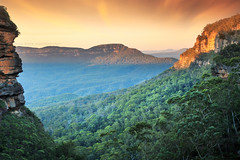 The Jamison Valley || BLUE MOUNTAINS || NSW AUSTRALIA (rhyspope) Tags: australia aussie nsw new south wales blue mountains katoomba leura wentworth falls rhys pope rhyspope canon 5d mkii sunrise sunset view vista tree forest woods mount mt solitary cliff sandstone travel amazing