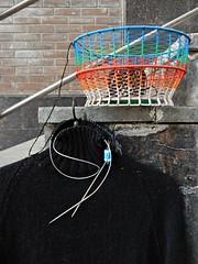 свитер-горловина (Horosho.Gromko.) Tags: вязание рукоделие чёрный черный свитер пряжа реглан корзина корзинка корзинадляклубков knitting knitter sweater black pullover jumper raglan basket yarnbasket yarnbowl handmade кошёлка плетениеизпроволоки wovenbasket