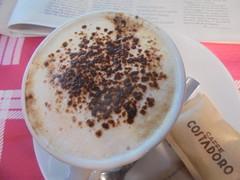 299 (en-ri) Tags: cappuccino tavolino bar cacao rosso marrone sony sonysti zucchero bustina