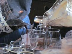 Pouring the Péché Mortel (Quevillon) Tags: canada québec laurentides larivièredunord saintjérôme dieuduciel microbrasserie microbrewery journéepéché péchéday ratebeer beer bière imperialstout péchémortel