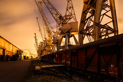 Abgestellt (Kai-Uwe Klauss) Tags: hafenmuseum hamburg industrie nacht kräne kaiuweklauss portalkrane cranes hh hamburgnacht germany harbor hafen orange yellow shadow light night